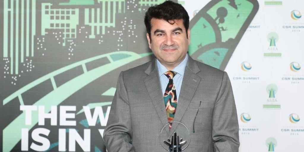 Abid Ilyas Dar, Project Director PAVE Pakistan receiving award