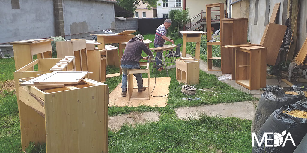 ND20_2-Romania_men_work_in_Backyard-Cover